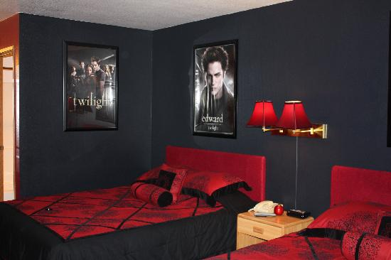 gray and red bedroom. twilight inspired! gray and red bedroom