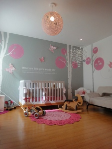 grey-with-pink-decor