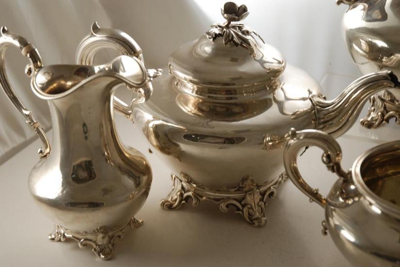 A_Victorian_Silver_Tea_Set-01