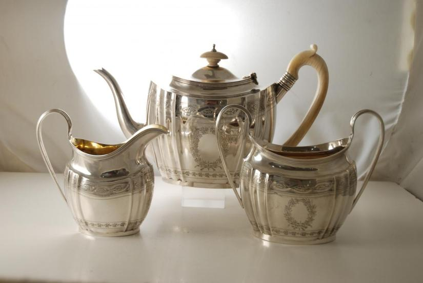 An_Antique_Silver_Tea_Set_made_in_Chester_1901-00
