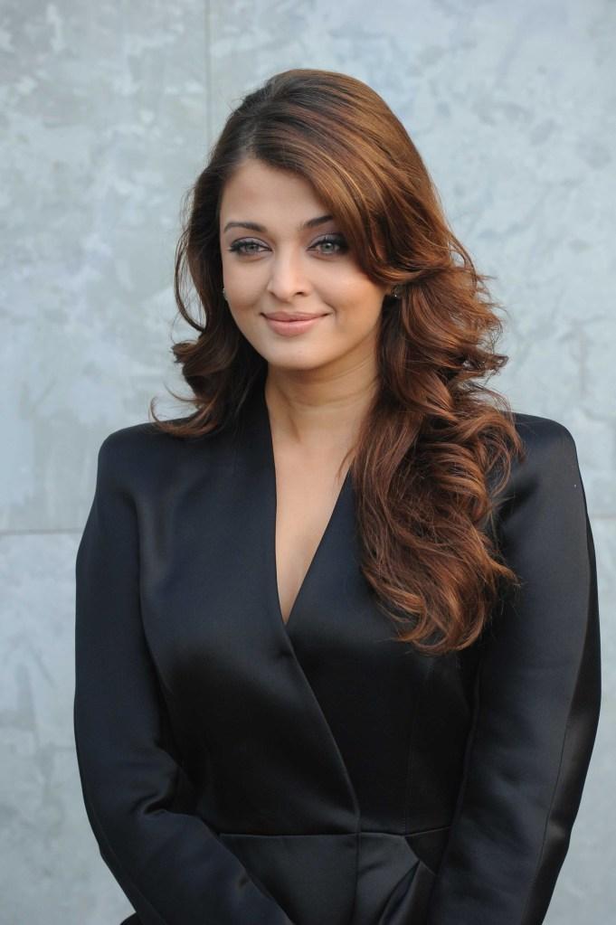 aishwarya-rai-black-suit_001