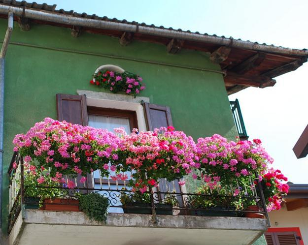 decorating-with-flowers-balcony-designs-8